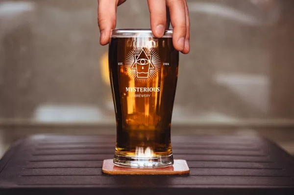Free PSD Beer Glass Mock-up